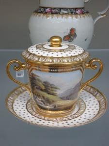 ボーン・チャイナのチョコレートカップ(19世紀前半)